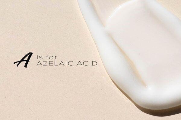 Azelaic acid là thành phần có hiệu quả giúp giải quyết vấn đề mụn đầu đen