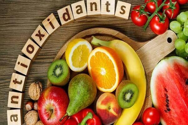 Các hợp chất chống oxy hóa không chỉ tồn tại trong mỹ phẩm, mà bạn có thể bất kì lúc nào trong chế độ ăn hàng ngày của mình