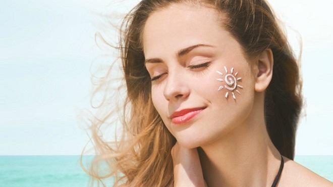 Cần chống nắng kĩ để tránh da bị lão hóa sớm - serum chống lão hóa nào tốt