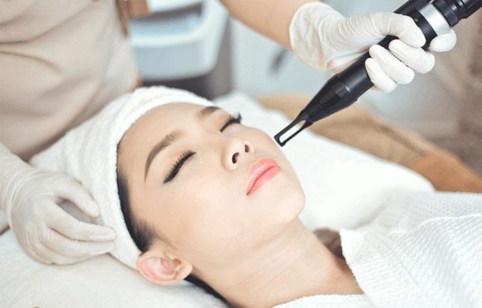 Điều trị vết thâm bằng laser tại cơ sở chuyên khoa da liễu - serum trị thâm dưỡng trắng da
