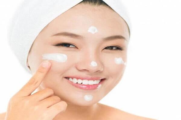 Dù bạn thuộc tuýt da gì đi chăng nữa thì đừng quên bước dưỡng ẩm cho làn da của mình