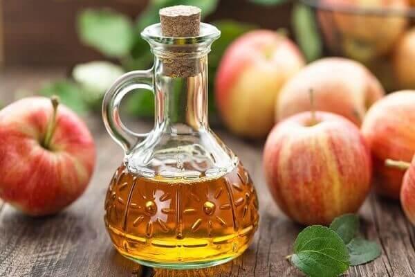 Giấm táo có lẽ là thành phần phổ biến phương Tây hơn, nhưng chúng rất có ích trong điều trị mụn tại nhà - cách trị mụn từ thiên nhiên