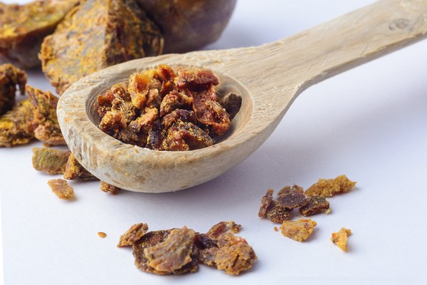Keo ong nổi tiếng về tính kháng khuẩn phù hợp trong điều trị mụn - kem trị mụn dưỡng da
