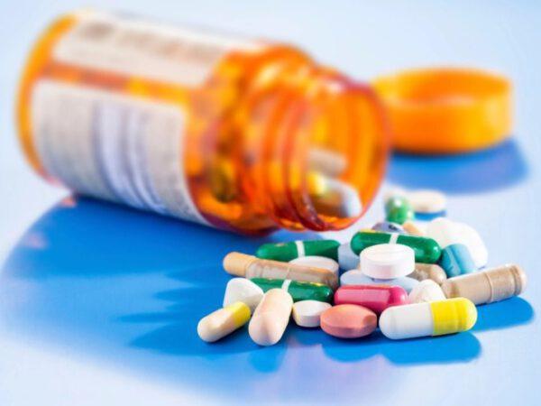 Kháng sinh cả đường uống lẫn bôi tại chỗ không thể bỏ qua trong thuốc trị mụn