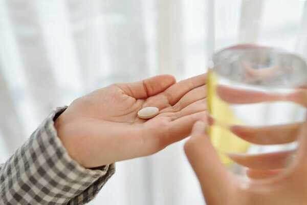Kháng sinh đường uống là lựa chọn được các chuyên gia về da liễu hay kê đơn