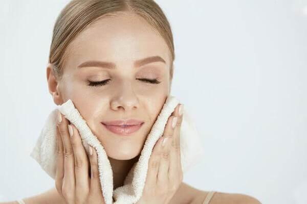 Làm sạch mỗi ngày giúp da hấp thu dưỡng chất tốt hơn và ngăn ngừa mụn