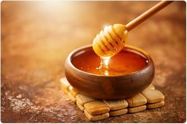 Mật ong thành phần phổ biến và hiệu quả trong việc trị mụn
