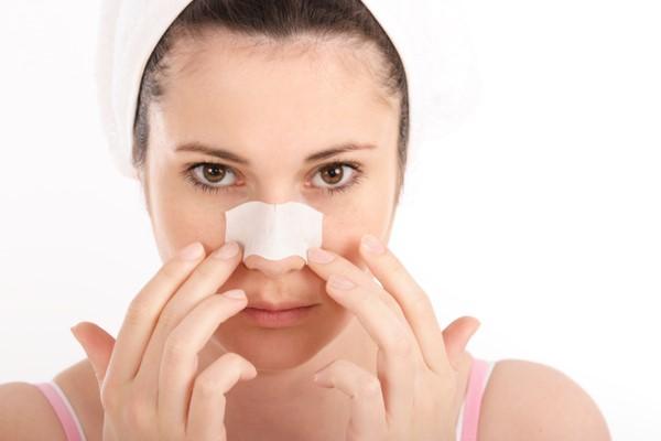 Miếng dán lột mụn mũi rất phổ biến trong việc hỗ trợ trị mụn đầu đen