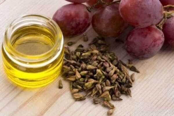 Nho là loại quả có chứa hàm lượng các resveratrol cao - serum dưỡng trắng cho da nhạy cảm