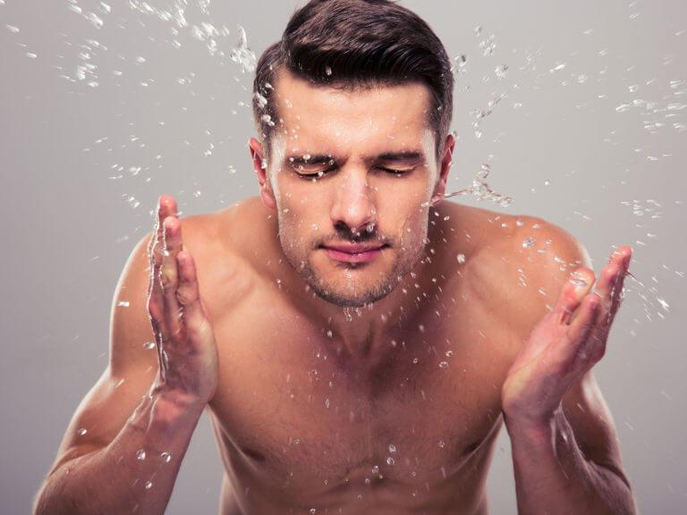 Làn da nam giới cần phải được làm sạch sâu mỗi ngày