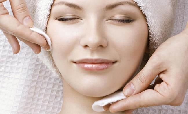 Sau một ngày dài hãy làm sạch làn da của mình bạn nhé