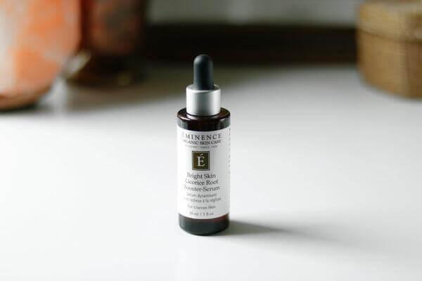 Serum của Eminence có chứa tinh chất từ rễ cam thảo