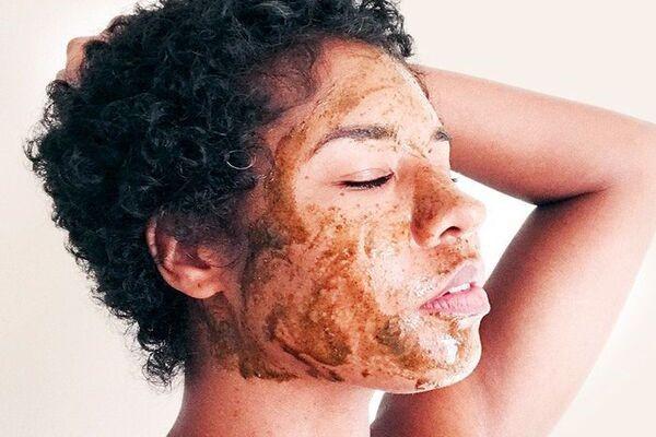 Sử dụng công thức mặt nạ nghệ giúp bạn điều trị mụn tốt hơn