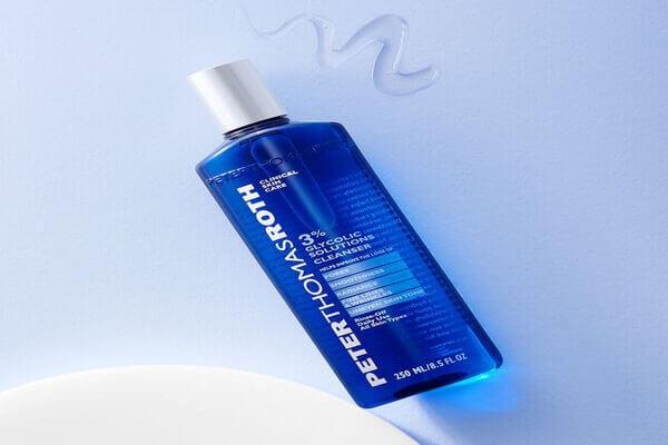 Sửa rửa mặt của Peter Thomas Roth chứa glycolic acid