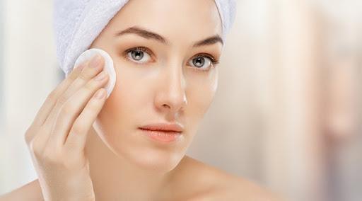 Tẩy trang trước khi rửa mặt là vô cùng cần thiết