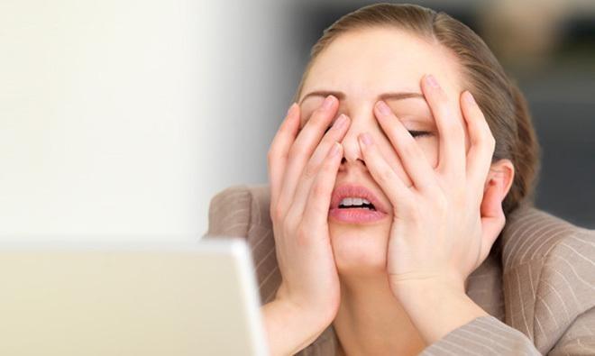 Thường xuyên bị stress cũng là nguyên nhân khiến da lão hóa sớm - serum chống lão hóa nào tốt