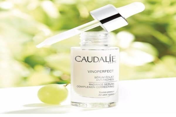 Tinh chất của Caudalie có chứa chiết xuất từ hạt nho giúp làm sáng cho làn da nhạy cảm - serum dưỡng trắng cho da nhạy cảm