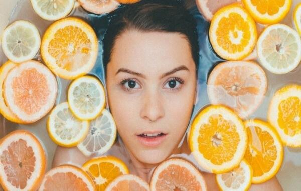 Vitamin C không những giúp ích làm sáng còn là chất chống oxy hóa tốt cho da