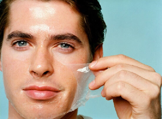 Sử dụng sản phẩm dưỡng ẩm để chăm sóc da chuyên sâu