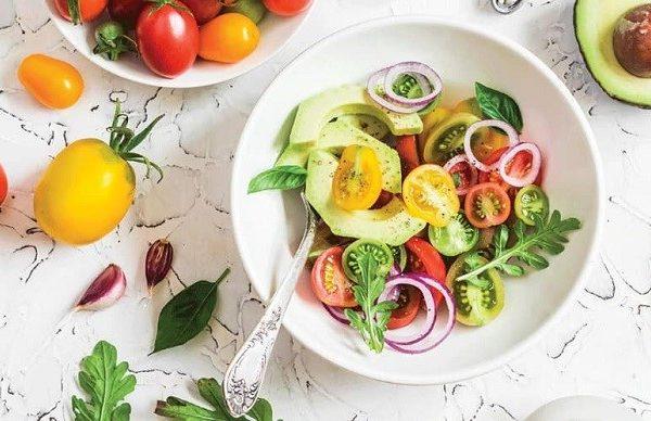 Chế độ ăn uống sinh hoạt lành mạnh giúp lỗ chân lông se khít hơn