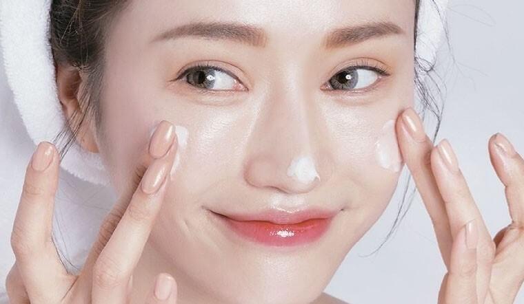 Da dầu mụn nên chọn các sản phẩm dạng gel. - cách chọn sữa rửa mặt phù hợp