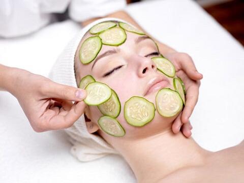 Đắp mặt nạ dưa chuột giúp bổ sung dưỡng chất cần thiết cho da