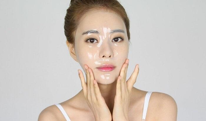 Đắp mặt nạ giúp da thư giãn và dưỡng ẩm tối ưu