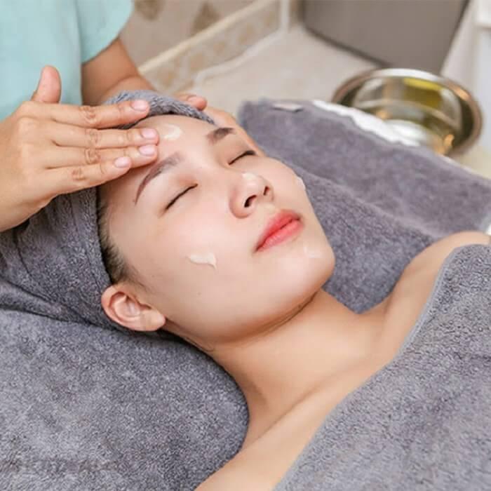 Dưỡng ẩm là bước cần thiết cho làn da dầu khỏe đẹp hơn