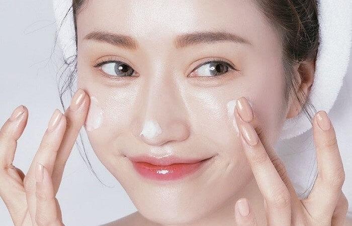 Dưỡng ẩm cho da luôn mềm mịn - chăm sóc da mặt khô