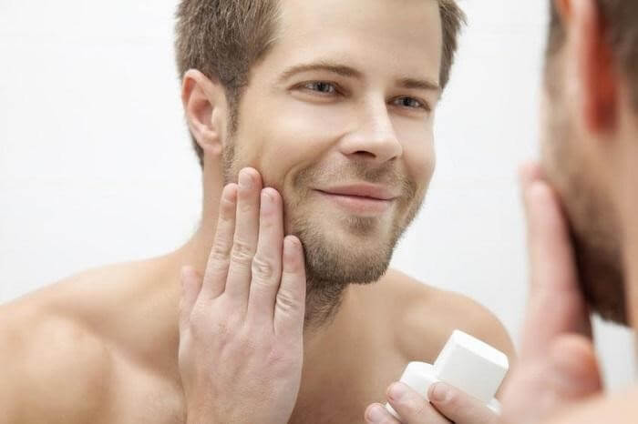 Dưỡng ẩm da giúp ngăn ngừa mụn, giúp da căng bóng