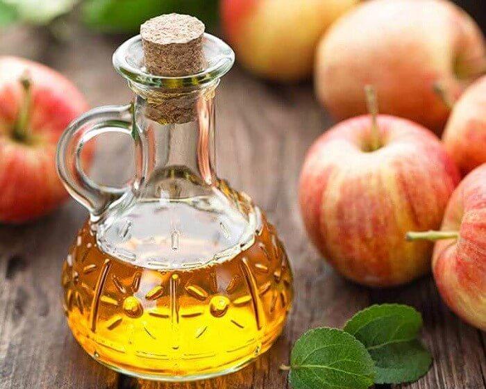 Giấm táo loại sạch bụi bẩn và kháng khuẩn cho làn da mụn