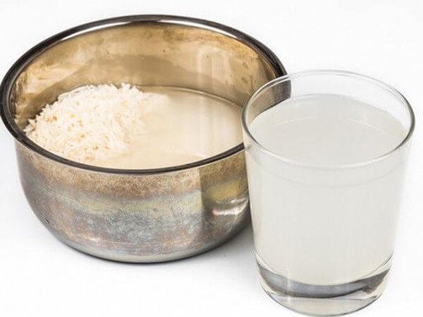 Hỗn hợp sữa chua và nước vo gạo rất tốt cho da