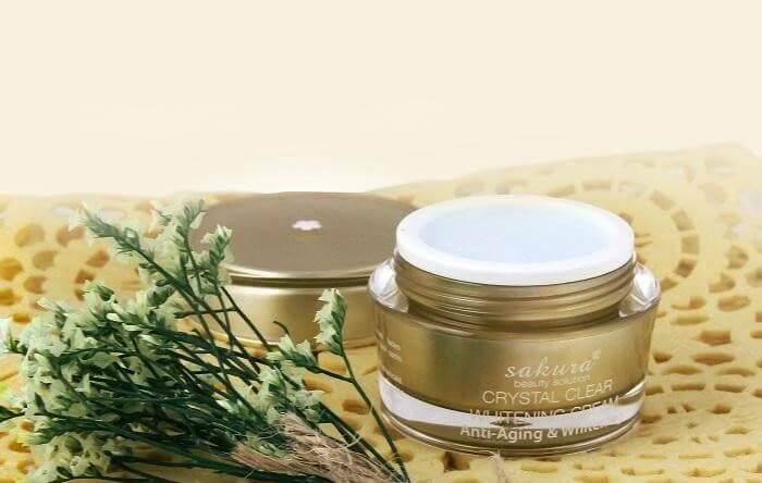 Kem dưỡng trắng da Sakura Crystal Clear Whitening Cream