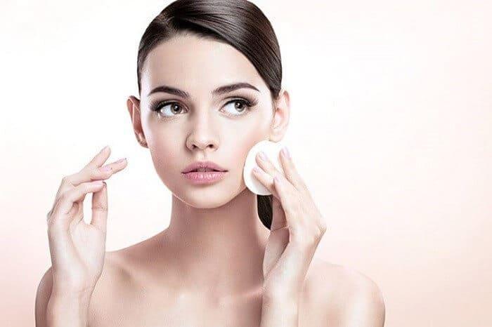 Làm sạch da mỗi ngày giúp da sáng khỏe hơn - chăm sóc da mặt bị nám