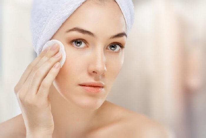 Luôn giữ da mặt được sạch sẽ và thông thoáng giúp đẩy lùi mụn - chăm sóc da mặt bị mụn
