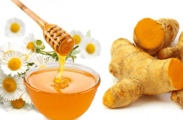 Mật ong và nghệ là sự kết hợp hoàn hảo khi điều trị mụn - trị mụn bằng mật ong