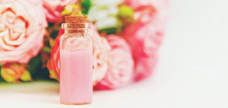 Nước hoa hồng cấp ẩm cho da, giúp tăng hiệu quả các sản phẩm sau đó