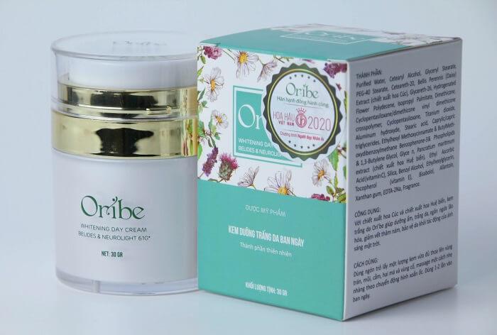 Kem dưỡng trắng da Oribe ban ngày kết cấu mỏng nhẹ và dễ chịu