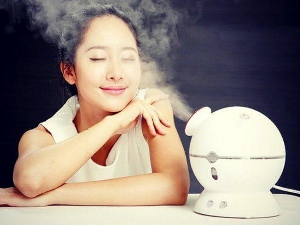 Sử dụng nước ấm để xông mặt giúp đẩy lùi mụn hiệu quả