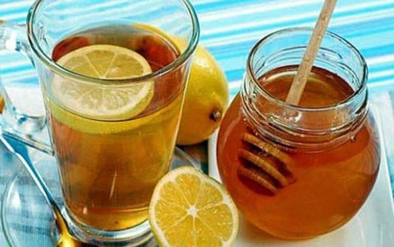 Uống nước chanh pha mật ong vào buổi sáng